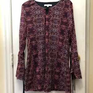 Womens long sleeve top, long body. Cleo. Size med.